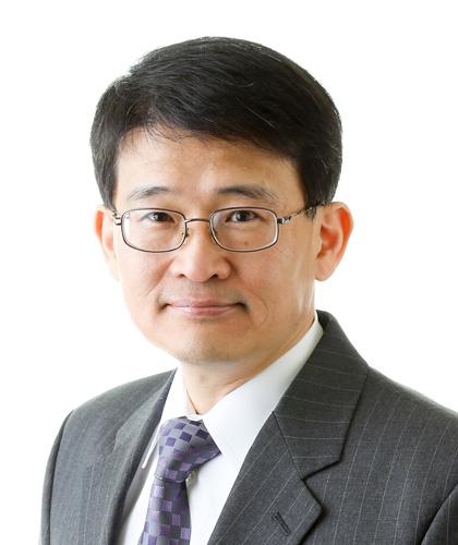headshot of Yunho Hwang